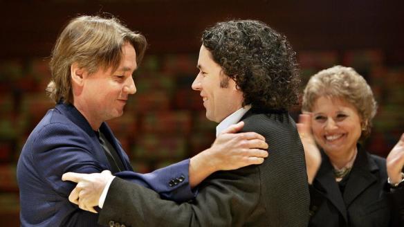 Salonen Dudamel hug